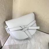 ■專櫃66折■ Loewe 全新真品 馬鞍型小款 GATE 皮革緞帶斜背包 陶土白色