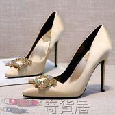 新品水鉆方扣香檳色高跟鞋細跟尖頭單鞋真皮綢緞裸金色新娘婚鞋女【奇貨居】
