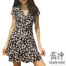EASON SHOP(GW6689)韓版小碎花薄款收腰V領短袖下襬傘狀雪紡連身裙排釦洋裝女上衣服短裙膝上裙A字裙