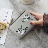 八八折促銷-短夾女式繡花花卉裝飾搭扣豎款兩折小錢夾 新品學生錢包