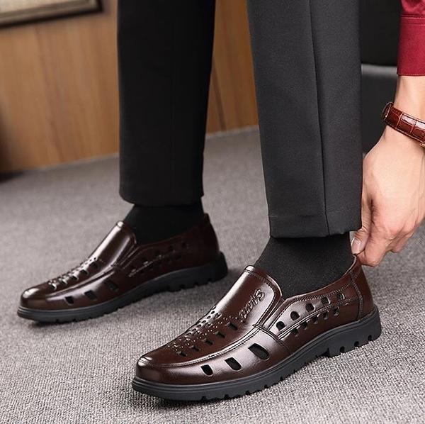 男涼鞋 夏季透氣涼皮鞋男士涼鞋中老年人皮質涼鞋中年老人爸爸鞋休閒男鞋【【八折搶購】】