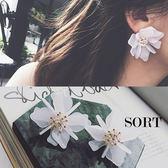 耳環 浪漫豔陽渡假風立體大花朵造型耳環【1DDE0378】
