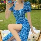 短袖洋裝 可甜可鹽赫本風碎花裙中長款法式小眾復古方領泡泡袖開叉連身裙子 新品新品