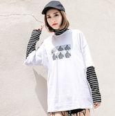EASON SHOP(GU7596)韓版假兩件細橫條紋拼接袖人物英文小高領撞色領落肩長袖T恤長版女上衣寬鬆內搭衫