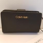 美國Calvin Klein 精品 黑色防刮材質金色CK Logo 經典款  短夾 + 零錢袋  $2550,🎉🎉現貨*