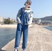 EASON SHOP(GU6940)實拍個性水洗丹寧藍色雙口袋吊帶褲女寬鬆修身連身長褲直筒背帶褲休閒九分褲韓版