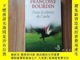 二手書博民逛書店法文版罕見Dans le silence de l aube 清晨的寂靜· 法語暢銷名家名作 大開原版 Franc