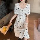 小洋裝 連身裙夏季法式溫柔初戀雪紡連身裙復古印花方領高腰淑女裙T624快時尚