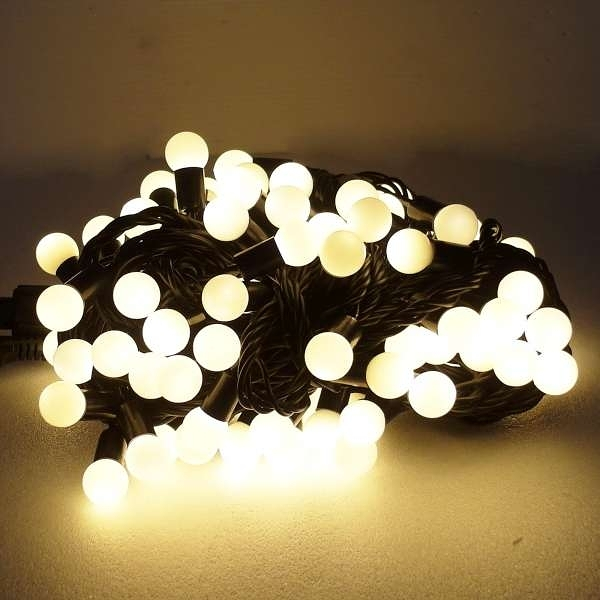 【摩達客】聖誕燈100燈LED圓球珍珠燈串(插電式/暖白光黑線/ 附控制器跳機)(高亮度又省電)