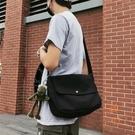 男士小挎包休閒韓版側背肩背包日系斜背包帆布郵差包【橘社小鎮】