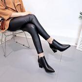 短靴 潮女女英倫風粗跟靴子鉚釘尖頭馬丁靴  萬客居