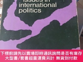 二手書博民逛書店continuing罕見issues in international politics國際政治中的持續問題Y
