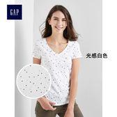 Gap女裝 復古印花V領短袖T恤 269035-光感白色