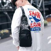 單肩包男休閒韓版潮學生小斜挎背包街頭個性運動皮質男士胸包  瑪奇哈朵