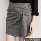 【天母嚴選】斜片抓摺穿環彈力合身包臀短裙(共二色)