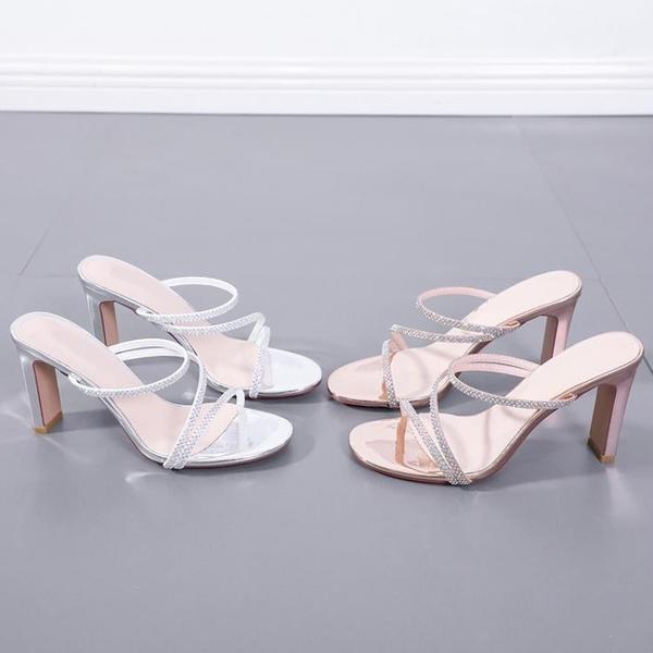 高跟涼鞋 拖鞋女粗跟2021春夏新款一字帶水鉆方跟半托鞋女外穿高跟露趾涼鞋 快速出貨
