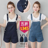 【五折價$345】糖罐子側雙釦口袋牛仔吊帶短褲→預購【KK5898】