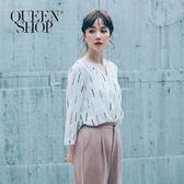 Queen Shop【01051360】滿版幾何圖案V領雪紡上衣*預購*