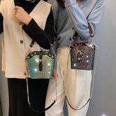 水桶包 洋氣小包包女新款韓版時尚亮片水桶包chic質感鍊條側背斜背包 伊羅鞋包