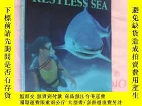 二手書博民逛書店Cast罕見upon a restless seaY146810