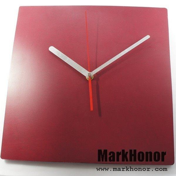 簡約風格-方型 100%真皮 皮革 靜音 時鐘 掛鐘 壁鐘 酒紅 29公分-Mark Honor