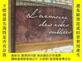 二手書博民逛書店L ARMOIRE罕見DES ROBES OUBLIÈES 《夏