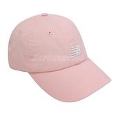 New Balance 帽子 NB Logo Baseball Cap 粉 白 男女款 老帽 棒球帽 運動休閒 【ACS】 LAH91014PSA