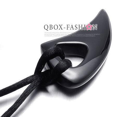 《 QBOX 》FASHION 飾品【C10021869】精緻個性黑色月牙造型鈦鋼墬子項鍊