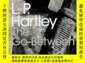 二手書博民逛書店The罕見Go-between-中間人Y436638 L P Hartley Penguin Classic,