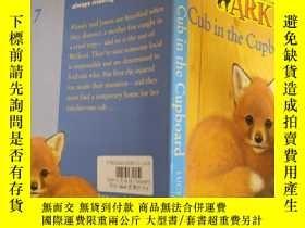 二手書博民逛書店ANIMAL罕見ARK cub in the cupboard :櫥櫃裏的動物方舟幼崽Y200392