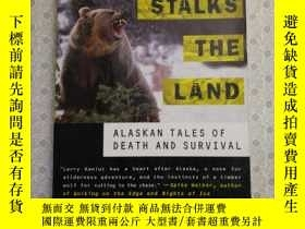 二手書博民逛書店16開英文原版罕見Danger Stalks the Land: Alaskan Tales of Death a