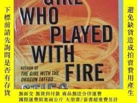 二手書博民逛書店THE罕見GIRL WHO PLAYED WITH FIRE《玩