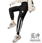 EASON SHOP(GW7119)實拍LOGO撞色反光條大口袋壓釦鬆緊腰抽繩綁帶束腳工裝褲休閒褲直筒九分褲運動褲