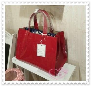 ♥小花花日本精品♥ 手提包 手拿包 外出包 休閒包 包包 紅色 亮皮 皮革 漆皮女包 秋冬新款 42214403