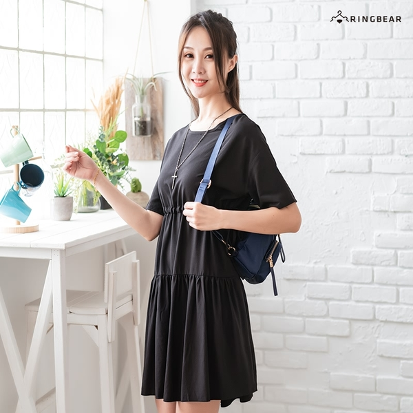連身裙--典雅素色腰間抽繩綁帶多層次蛋糕裙擺圓領短袖洋裝(黑.灰XL-4L)-D597眼圈熊中大尺碼