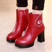 女短靴 高跟靴子 韓版厚底馬丁靴大碼40-43碼女靴秋冬鑲鑽防水臺紅色粗跟短靴《小師妹》sm2782