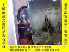 二手書博民逛書店The罕見Lion,the Witch and the Ward