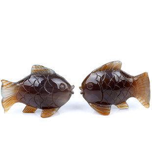 瑪瑙親嘴魚擺件
