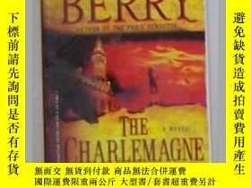 二手書博民逛書店英文原版罕見The Charlemagne Pursuit by