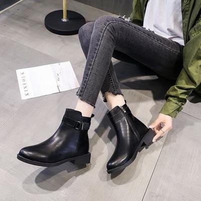 任選2雙888短靴英倫復古皮帶扣金屬裝飾尖頭平底短靴【02S12620】