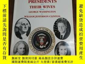 二手書博民逛書店THE罕見PRESIDENTS AND THEIR WIVES【