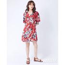 春夏系列注目ITEM 滿版印花亮眼配色 袖口鬆緊設計修飾身形 裙襬飄逸形塑浪漫風情