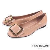 Tino Bellini 搶眼亮鑽釦帶小方頭娃鞋_ 膚 B83274