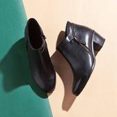 【Fair Lady】率性優雅尖頭拉鍊粗跟短靴 黑