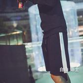 海灘褲夏季日系短褲男運動五分褲大褲衩側邊白條休閒褲寬鬆褲子海灘褲潮(1件免運)