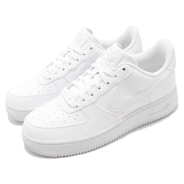 super popular e9763 55b36 Nike 休閒鞋Wmns Air Force 1 07 ESS 白全白皮革基本款運動