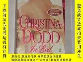二手書博民逛書店英文原版罕見In Bed with the Duke by Ch
