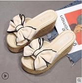 蝴蝶結厚底楔形拖鞋女夏季新款時尚外穿花朵韓版壹字鬆糕厚底涼拖