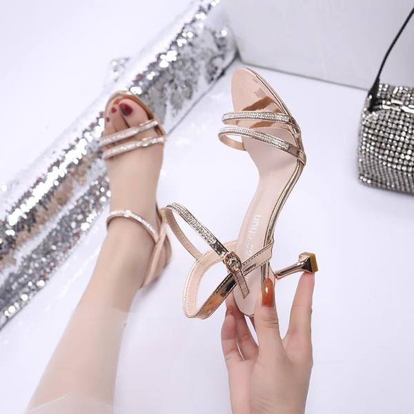 低跟鞋 2021新款女士涼鞋女夏仙女風一字帶露趾細跟貓跟鞋性感百搭高跟鞋