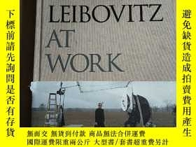 二手書博民逛書店Annie罕見Leibovitz at Work 工作中的安妮萊